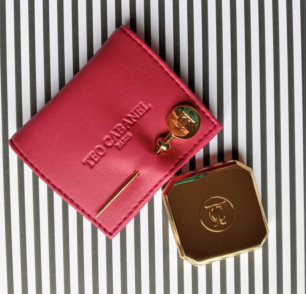 Teo Cabanel Julia solid compact next to its pink leather case
